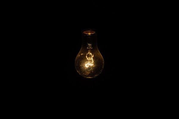 lassan izgulok fel, ahogyan az izzónak idő kell, hogy bemelegedjen és világítson