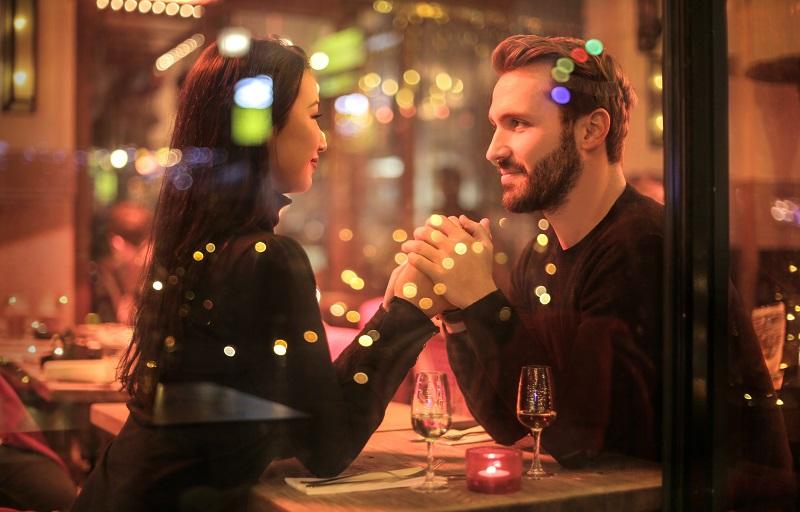 Egy romantikus vacsora áráért életre szóló értéket kapsz a Nyelvlecke puncinyalás technikáival!